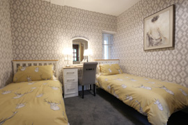Twin bedroom - Arrandale self catering apartment Inverness